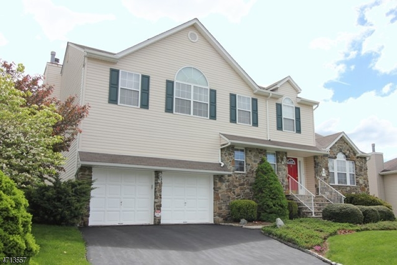 Single Family Home for Sale at 32 Elinora Drive Wanaque, 07465 United States