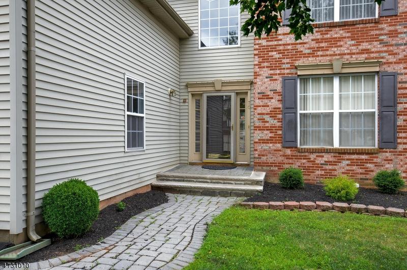 Maison unifamiliale pour l à louer à 70 SHIELDS Lane Bridgewater, New Jersey 08807 États-Unis