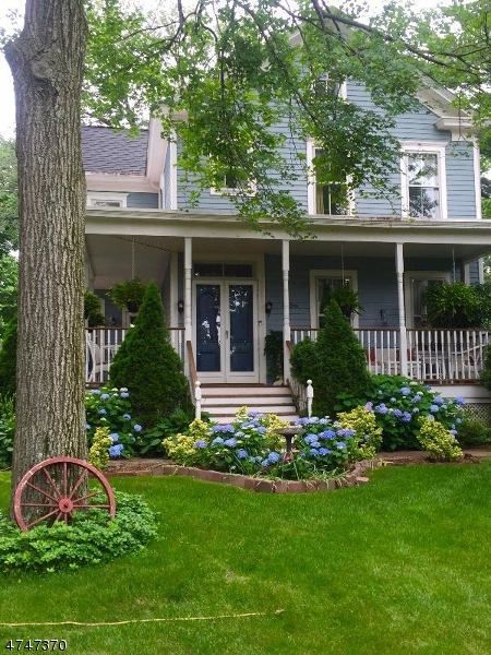 Частный односемейный дом для того Продажа на 1686 Broad St , Bloomfield, 07003 Соединенные Штаты