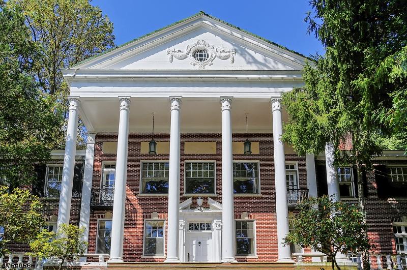 Частный односемейный дом для того Продажа на 100 Blanchard Road South Orange, Нью-Джерси 07079 Соединенные Штаты
