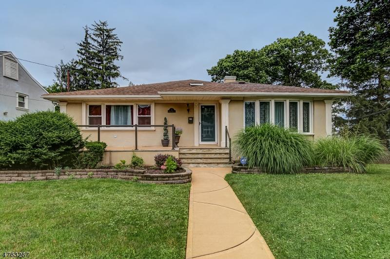 Casa Unifamiliar por un Alquiler en 1 VOSSELER Court West Orange, Nueva Jersey 07003 Estados Unidos