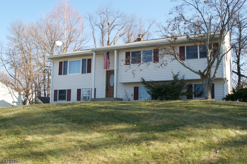 Single Family Home for Sale at 27 Circle Drive Hamburg, New Jersey 07419 United States