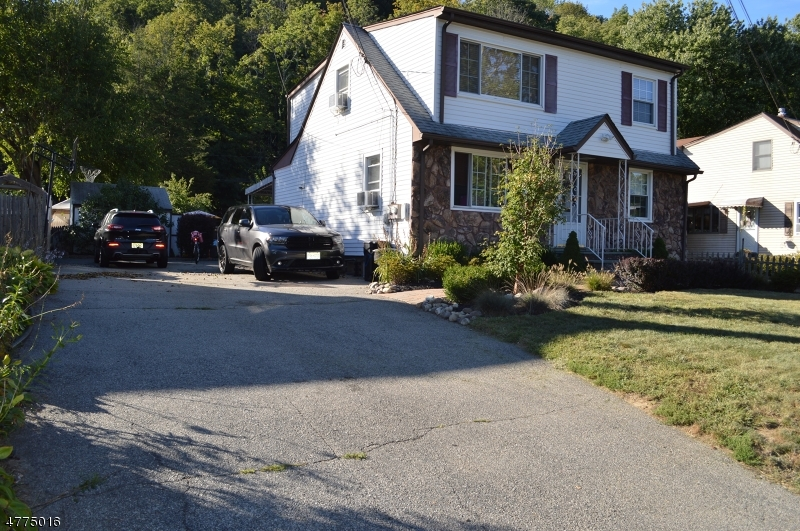 Single Family Home for Rent at 27 Maple Avenue Bloomingdale, New Jersey 07403 United States