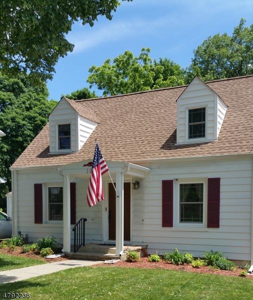 Maison unifamiliale pour l Vente à 310 Sharp Street Hackettstown, New Jersey 07840 États-Unis