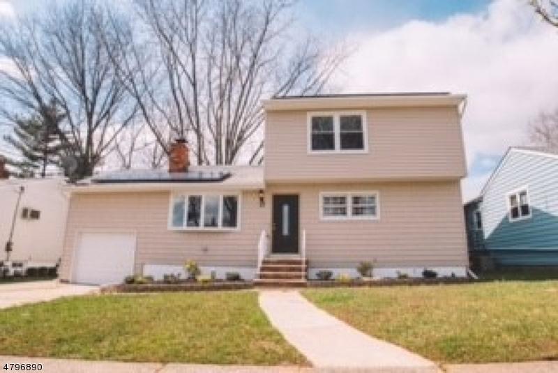 Casa Unifamiliar por un Venta en 17 Monroe Avenue Carteret, Nueva Jersey 07008 Estados Unidos