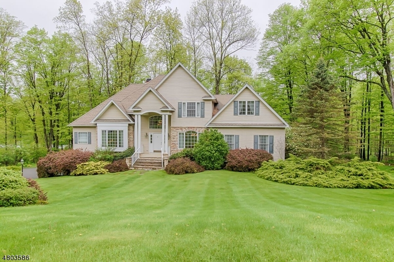 Maison unifamiliale pour l Vente à 2 Hidden Valley Road Andover, New Jersey 07860 États-Unis