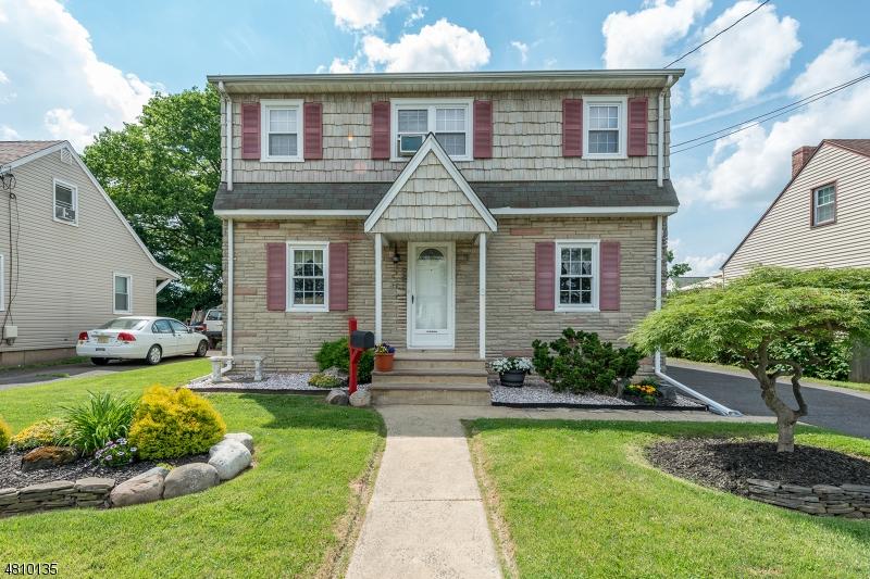 Maison unifamiliale pour l Vente à 217 N 9TH Avenue Manville, New Jersey 08835 États-Unis