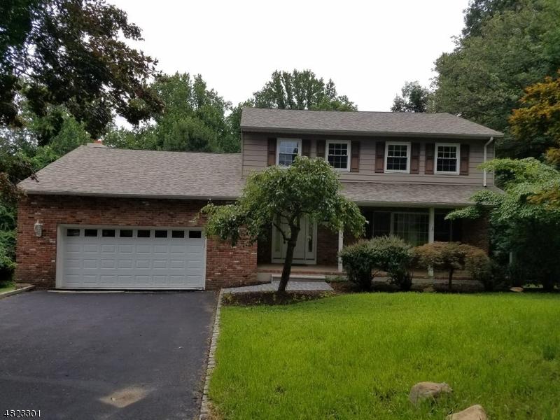 Maison unifamiliale pour l Vente à 12 MAPLE Drive Randolph, New Jersey 07869 États-Unis