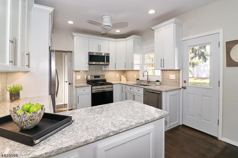 Eensgezinswoning voor Verkoop op 1110 WYOMING Drive Mountainside, New Jersey 07092 Verenigde Staten