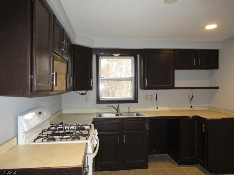 Частный односемейный дом для того Продажа на 69 MILLBROOK Avenue Dover Township, Нью-Джерси 07801 Соединенные Штаты