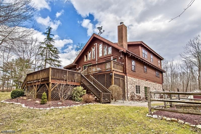 Частный односемейный дом для того Продажа на 2 W LOWER LK Hampton, Нью-Джерси 07860 Соединенные Штаты