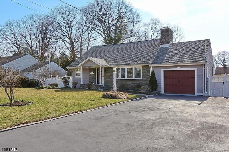 独户住宅 为 销售 在 1329 HIDDEN Circle Mountainside, 新泽西州 07092 美国