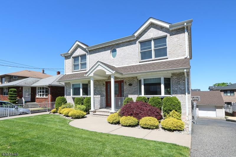 Single Family Homes pour l Vente à Palisades Park, New Jersey 07650 États-Unis