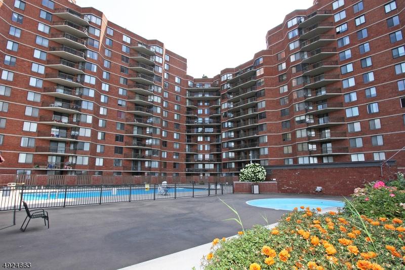 Condo / Maison de ville pour l Vente à Secaucus, New Jersey 07094 États-Unis