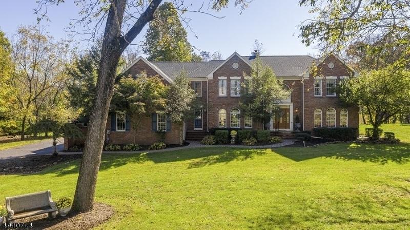 Single Family Homes pour l Vente à Branchburg, New Jersey 08853 États-Unis