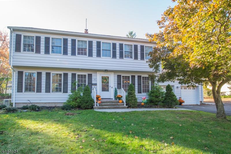 Single Family Homes pour l Vente à Waldwick, New Jersey 07450 États-Unis