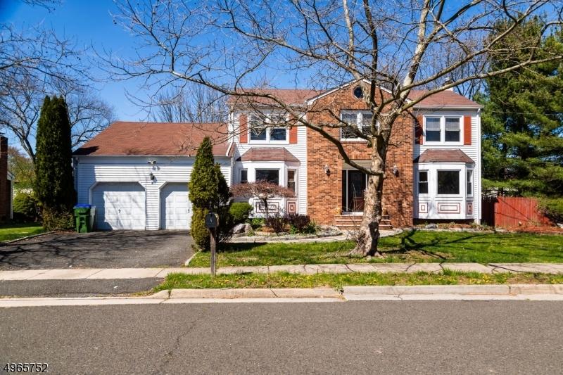 Single Family Homes vì Bán tại 2 MARTHA Street Edison, New Jersey 08820 Hoa Kỳ