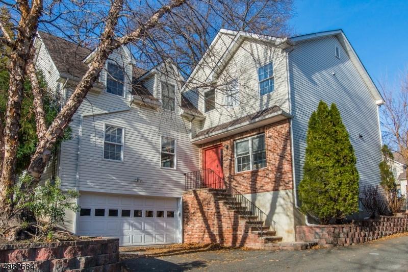 Single Family Homes 为 销售 在 Passaic, 新泽西州 07055 美国