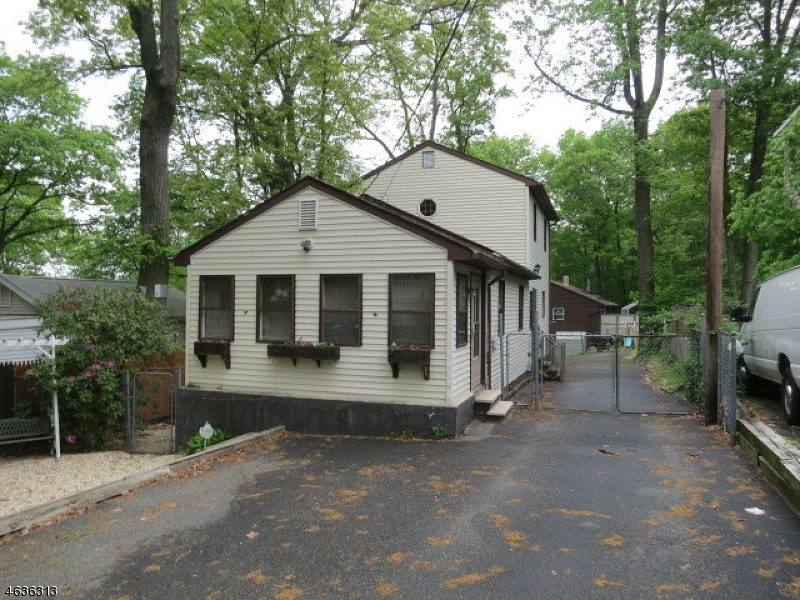 Single Family Home for Sale at 13 Geneva Trail Hopatcong, New Jersey 07843 United States