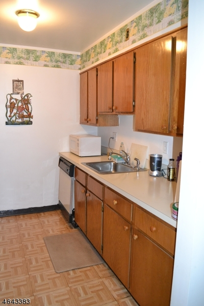 Additional photo for property listing at 5 Montgomery St, U-B11  Belleville, New Jersey 07109 États-Unis