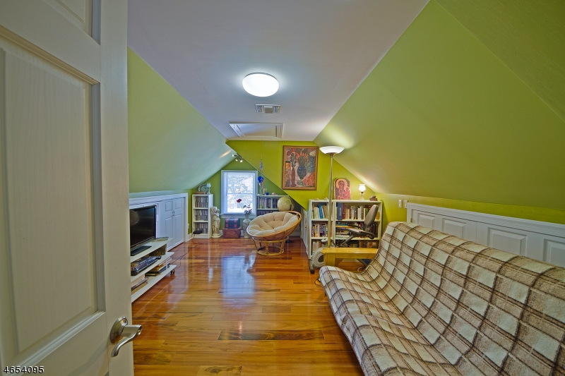 Additional photo for property listing at 393 Park Avenue  Rutherford, Нью-Джерси 07070 Соединенные Штаты