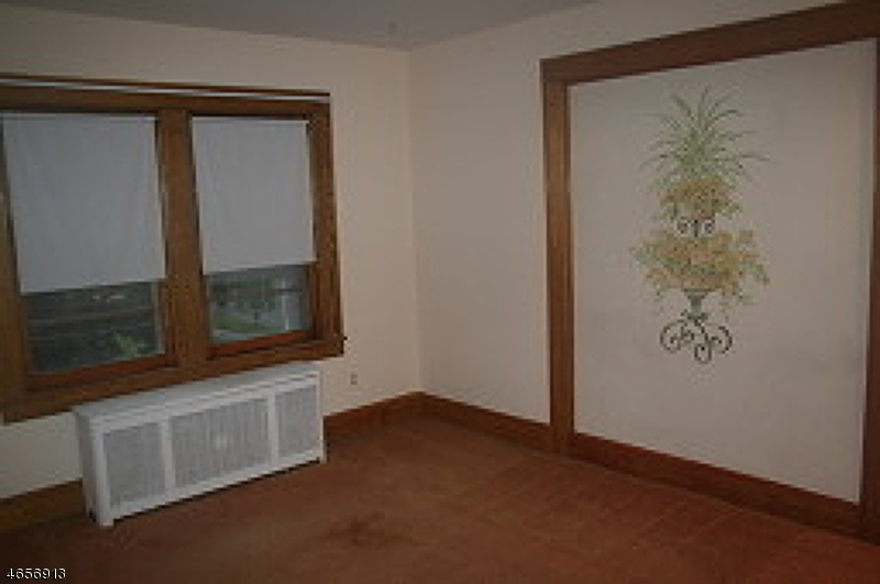 Additional photo for property listing at 749 2nd Street  Dunellen, Нью-Джерси 08812 Соединенные Штаты