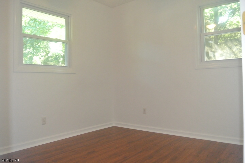 Additional photo for property listing at 610 Dawes Hwy  Pompton Lakes, New Jersey 07442 États-Unis