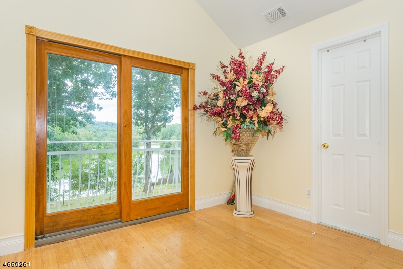 Additional photo for property listing at 1118 Colfax Avenue  朋普顿雷克, 新泽西州 07442 美国