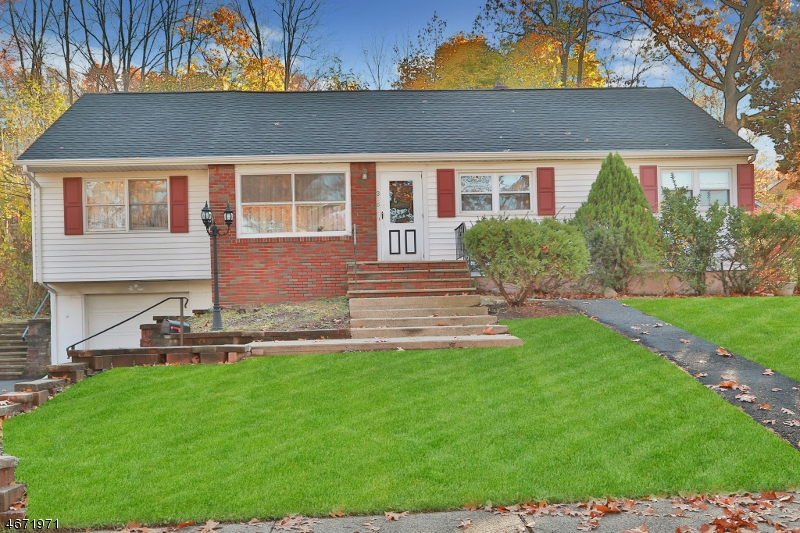 Single Family Home for Sale at 326 Lockwood Drive Paramus, New Jersey 07652 United States