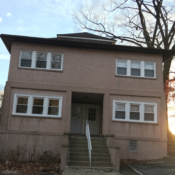 Casa Unifamiliar por un Alquiler en Address Not Available Rochelle Park, Nueva Jersey 07662 Estados Unidos