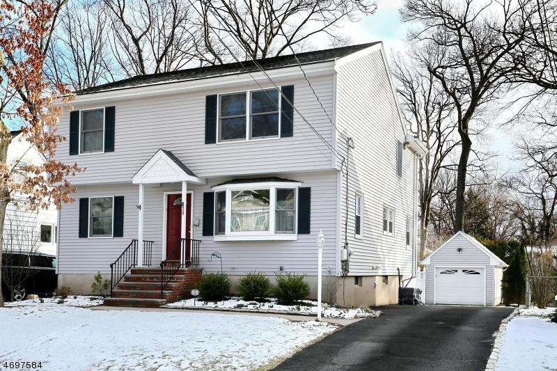 Частный односемейный дом для того Продажа на 38 HIGHWOOD Avenue Waldwick, 07463 Соединенные Штаты