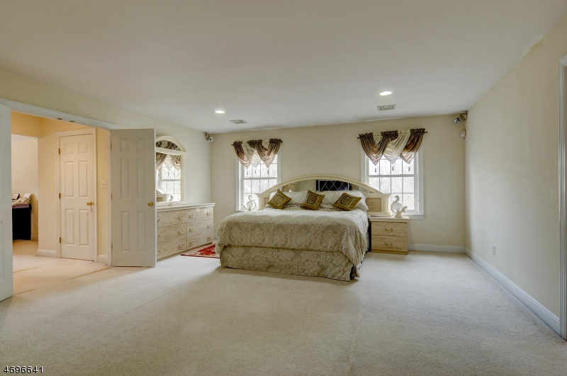 Additional photo for property listing at 409 S Beverwyck Road  Parsippany, New Jersey 07054 United States