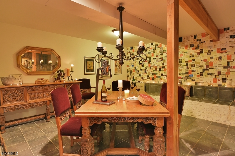 Additional photo for property listing at 88 W Deerhaven Road  莫瓦, 新泽西州 07430 美国