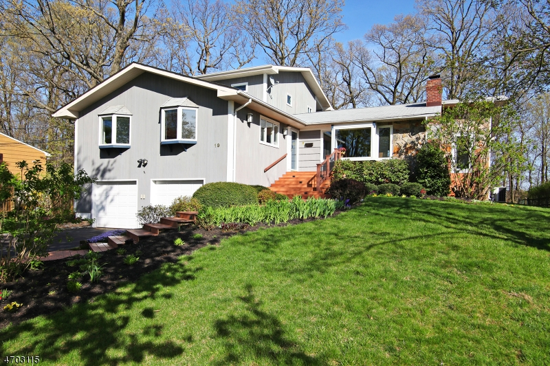 Single Family Home for Sale at 19 Hunterdon Blvd Berkeley Heights, New Jersey 07922 United States