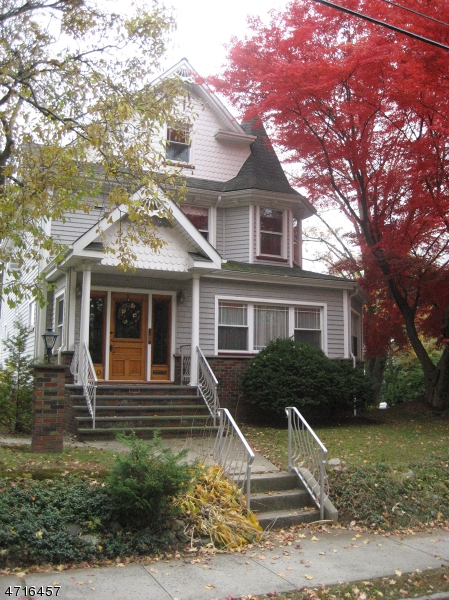 Частный односемейный дом для того Аренда на 450 Lincoln Ave E Cranford, Нью-Джерси 07016 Соединенные Штаты
