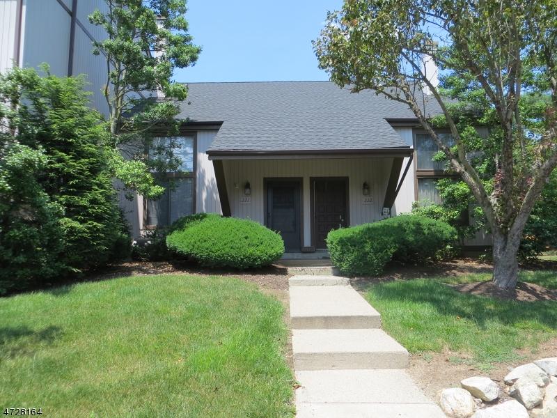 Частный односемейный дом для того Аренда на 12221 Aspen Court Stanhope, Нью-Джерси 07874 Соединенные Штаты