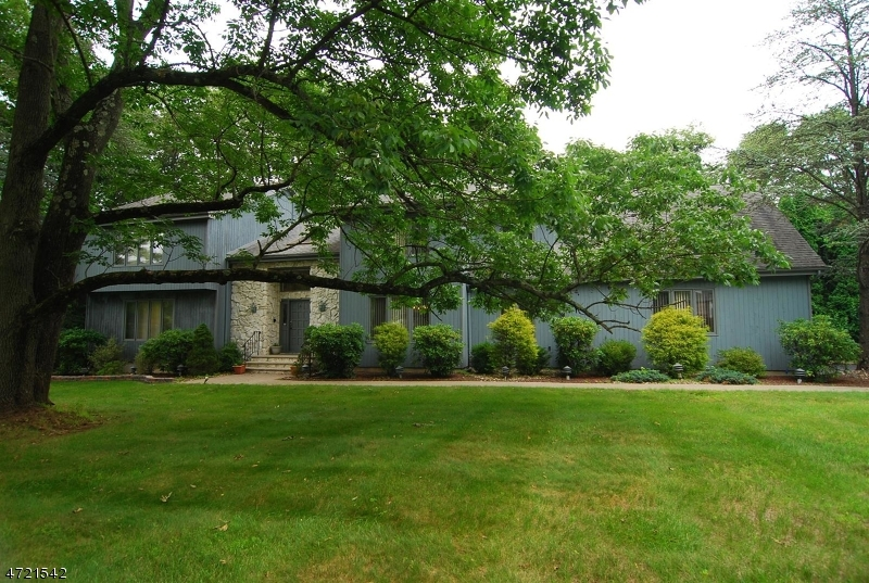 Maison unifamiliale pour l Vente à 6 Castle Court Randolph, New Jersey 07869 États-Unis