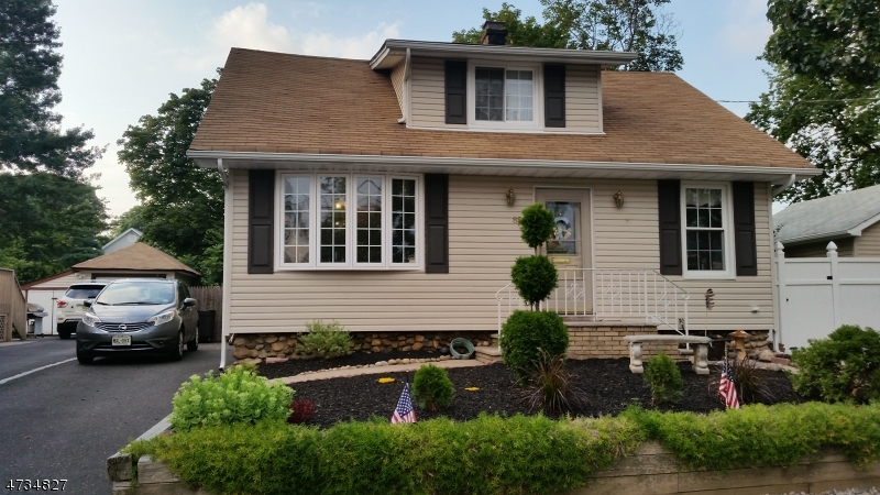 独户住宅 为 销售 在 85 Genevieve 霍桑, 07506 美国