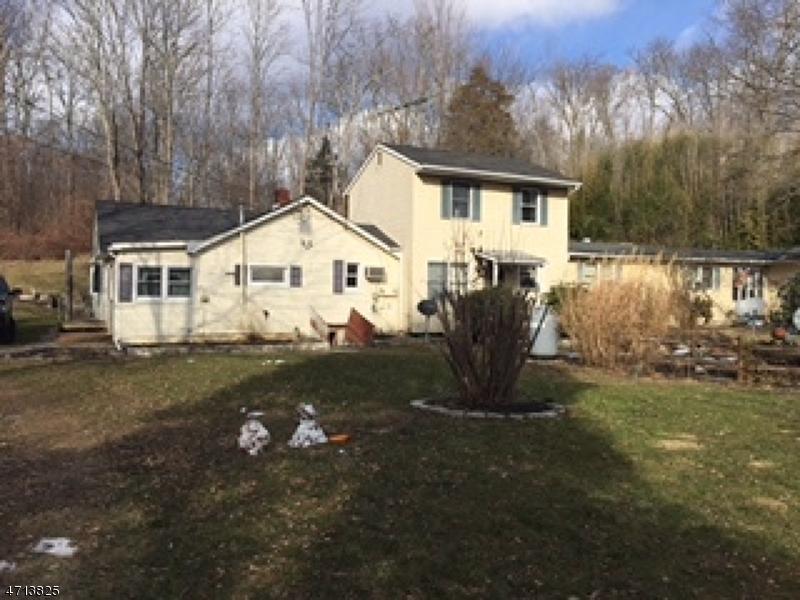 Maison unifamiliale pour l Vente à 81 Sunset Lake Road Hardwick, New Jersey 07825 États-Unis
