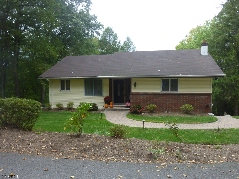 Single Family Home for Sale at 35 Hillside Road Wanaque, New Jersey 07465 United States