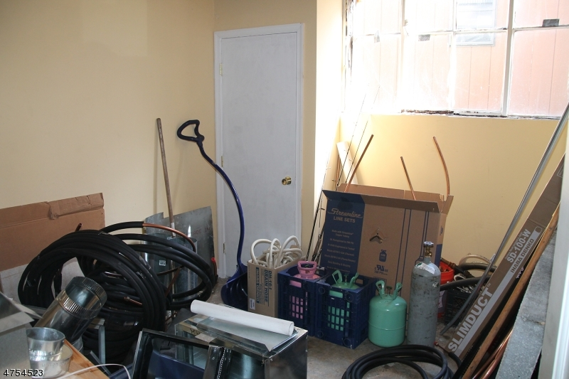 Additional photo for property listing at 220 STATE ROUTE 31 S  Washington, Нью-Джерси 07882 Соединенные Штаты