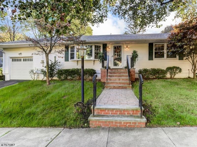 独户住宅 为 销售 在 2 Duchamp (AKA 62 Weston) 查塔姆, 新泽西州 07928 美国