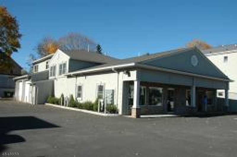 Casa Unifamiliar por un Alquiler en 90 Lincoln Avenue Hawthorne, Nueva Jersey 07506 Estados Unidos