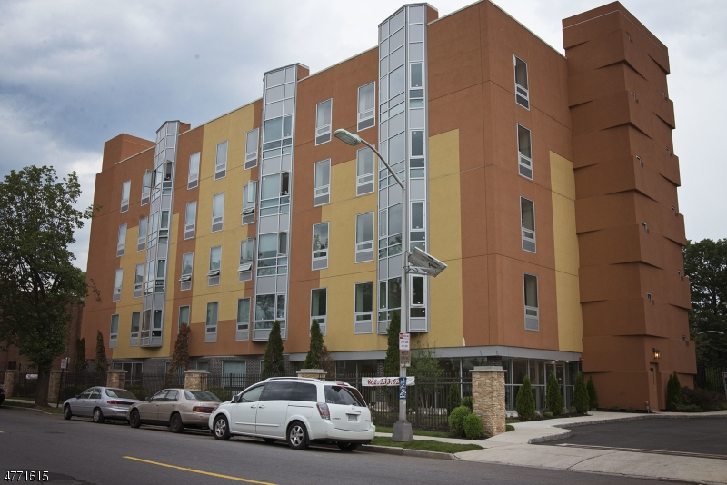 Casa Unifamiliar por un Alquiler en 120 120 Halsted Street East Orange, Nueva Jersey 07018 Estados Unidos