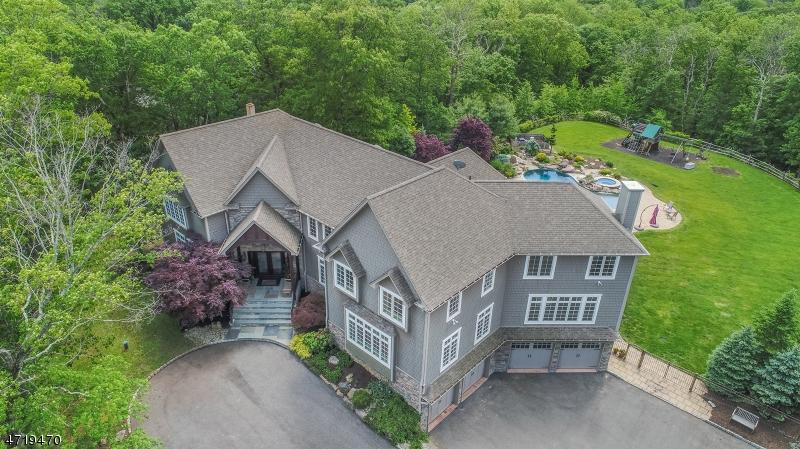 Maison unifamiliale pour l Vente à 25 Red Oak Lane Kinnelon, New Jersey 07405 États-Unis