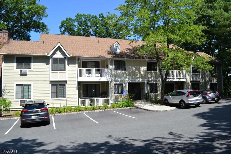 Condo / Casa geminada para Locação às 1 FOXWOOD Drive Morris Plains, Nova Jersey 07950 Estados Unidos