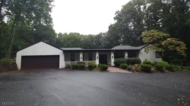 Casa Unifamiliar por un Venta en 8 BIRCH Road Kinnelon, Nueva Jersey 07405 Estados Unidos