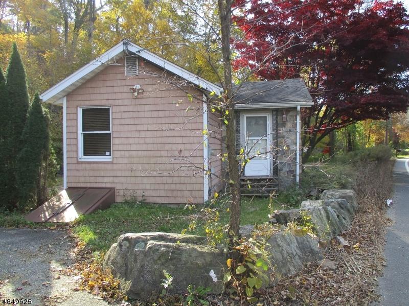 Property 为 销售 在 1686 MACOPIN Road 西米尔福德, 新泽西州 07480 美国