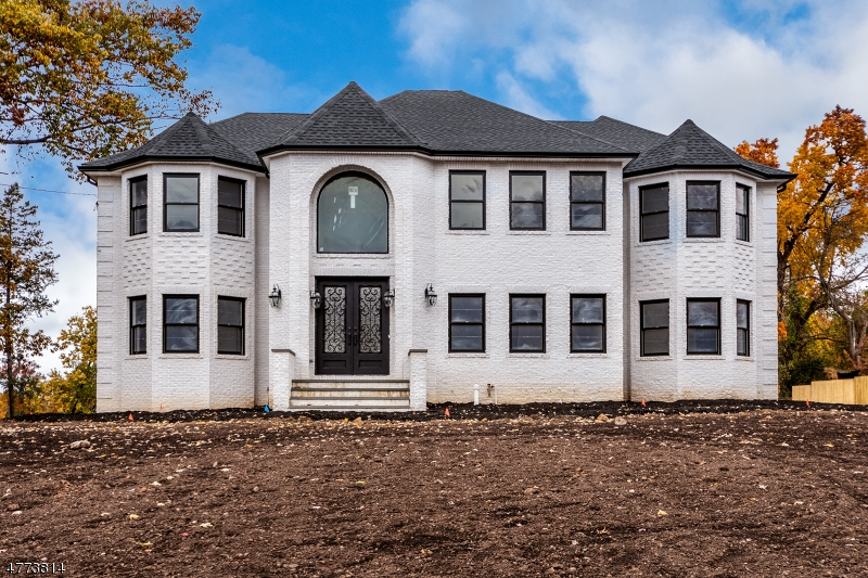 Single Family Home for Sale at 31 Grandview Ave 31 Grandview Ave North Caldwell, New Jersey 07006 United States