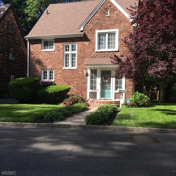 独户住宅 为 销售 在 195 STIRLING DR NORTH Orange, 新泽西州 07050 美国